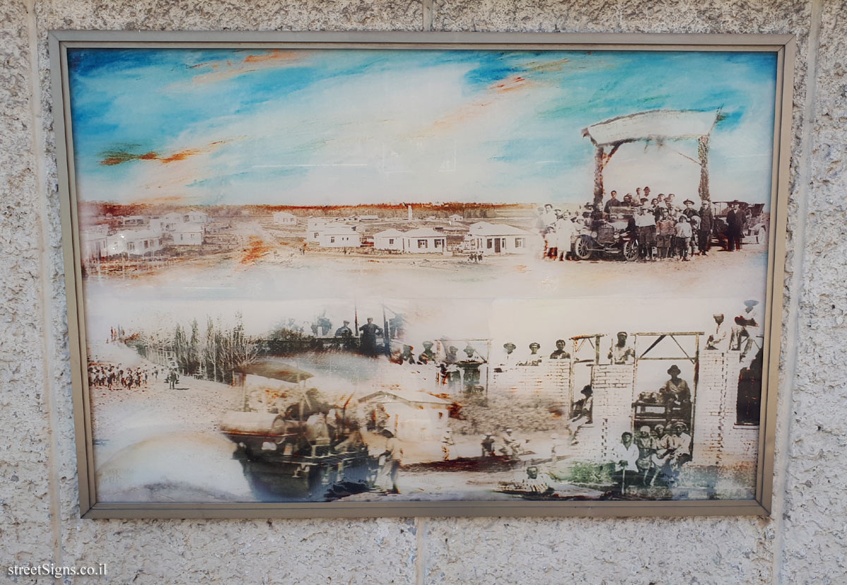 "The wall of art - ""Between Two Hills"" - Picture 1 - Weizman St 26, Giv'atayim, Israel"