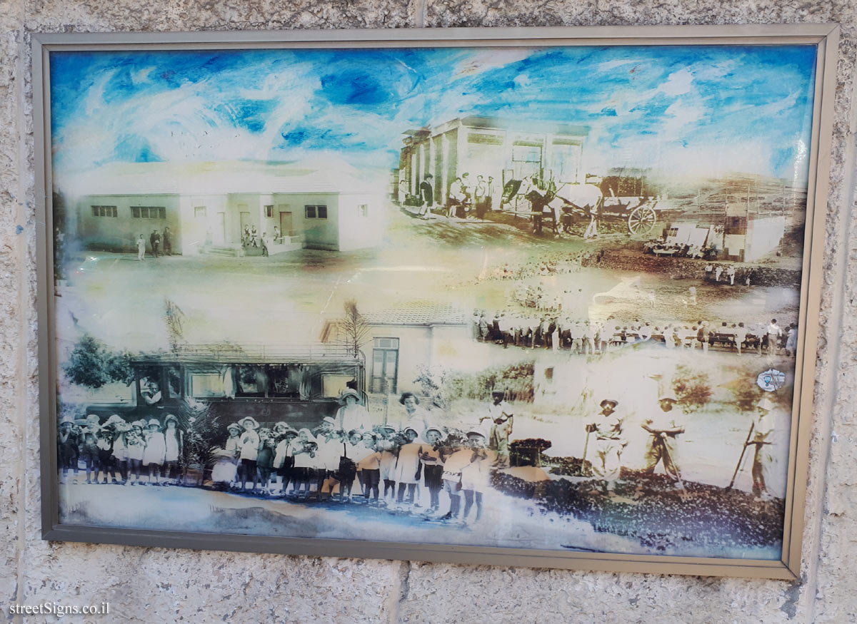 "The wall of art - ""Between Two Hills"" - Picture 3 - Weizman St 26, Giv'atayim, Israel"