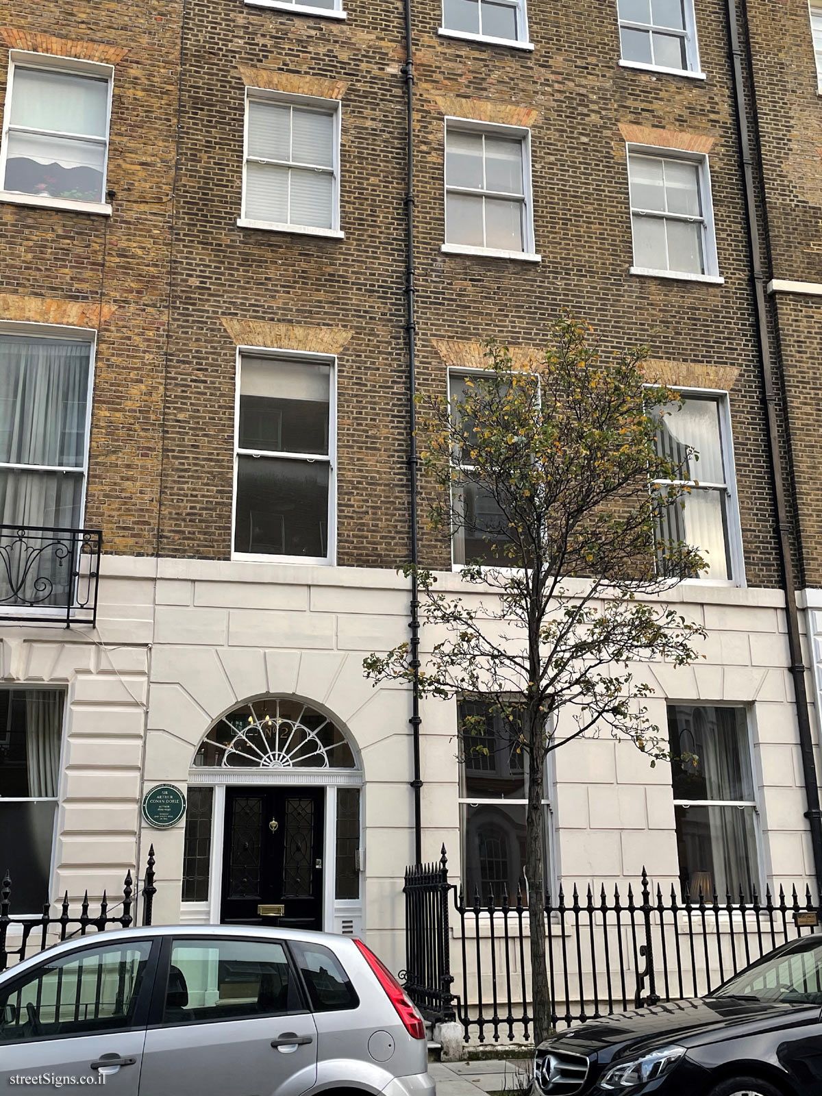 London - Commemorative plaque where Arthur Conan Doyle lived and wrote - 24 Upper Wimpole St, Marylebone, London W1G 6NE, UK