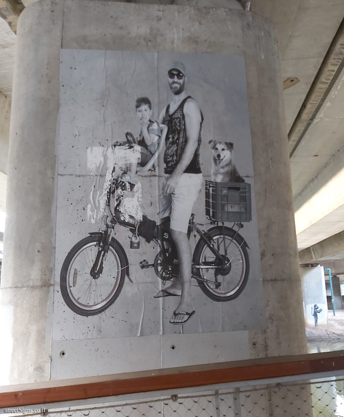"Tel Aviv - Hayarkon Park - Photo exhibition - ""People of the Park"" - Ayalon Highways  and the pedestrian bridges"