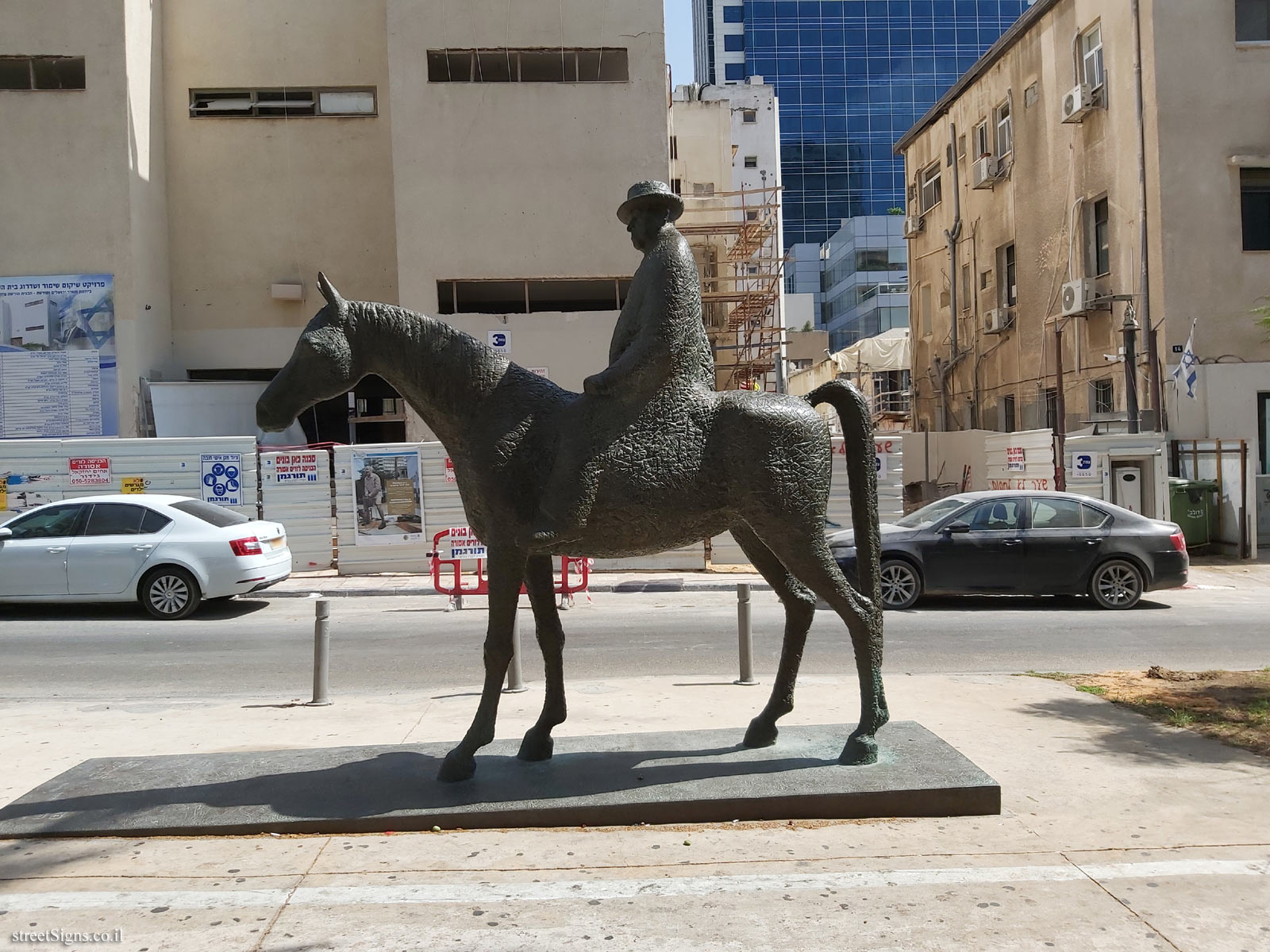 Independence Trail - Statue of Meir Dizengoff - Rothschild Blvd 16, Tel Aviv-Yafo, Israel