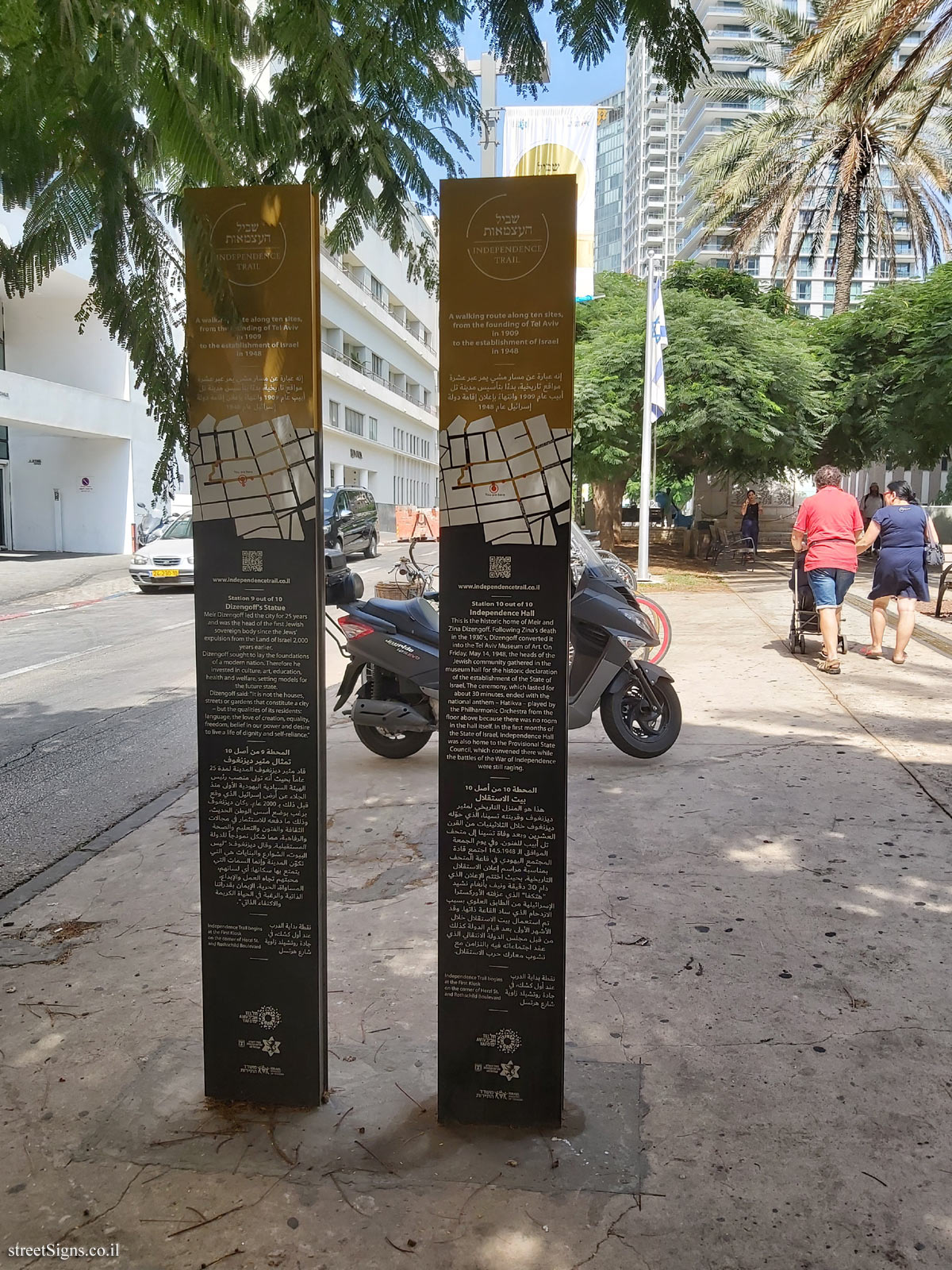 Tel Aviv - Independence Trail - Statue of Meir Dizengoff - Information (English and Arabic)