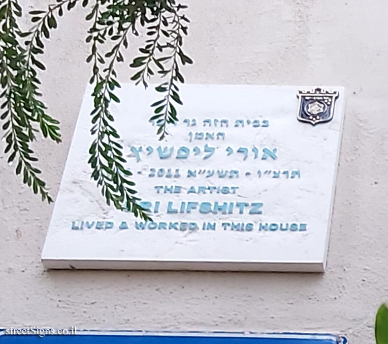 Uri Lifshitz - Plaques of artists who lived in Tel Aviv