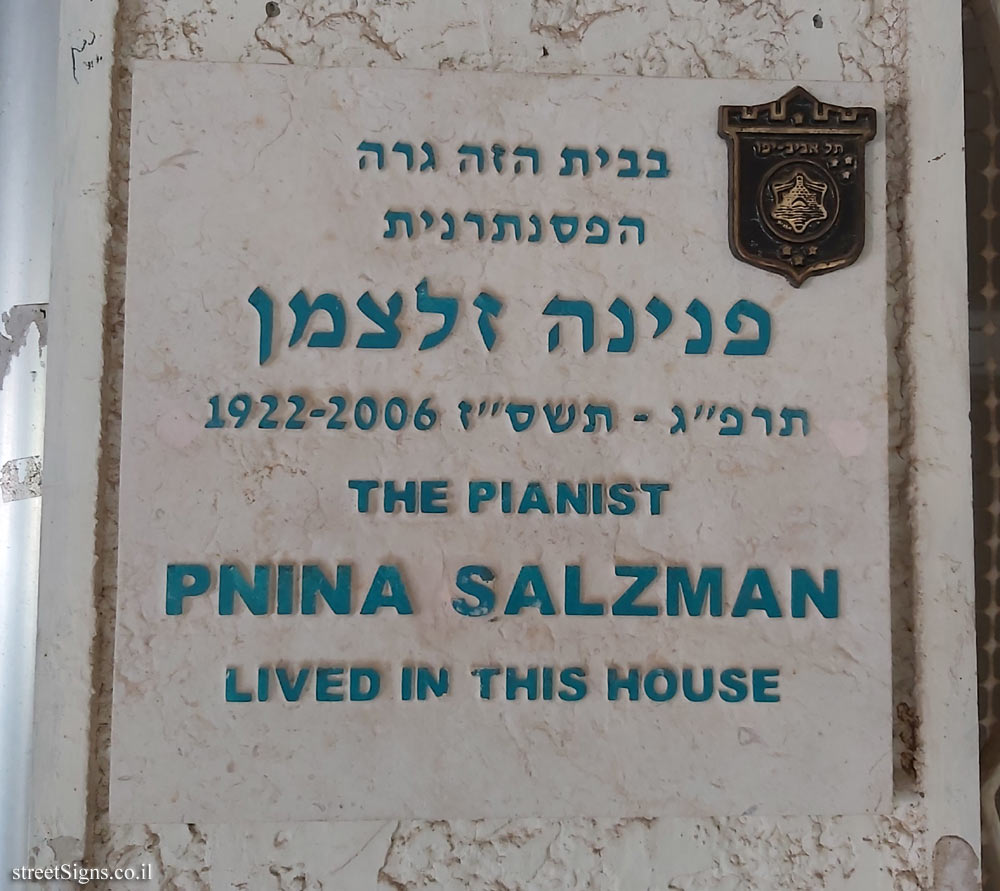 Pnina Salzman - Plaques of artists who lived in Tel Aviv