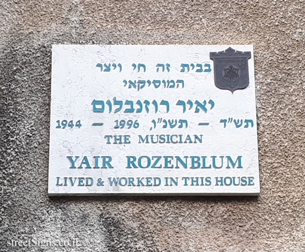 Yair Rozenblum - Plaques of artists who lived in Tel Aviv