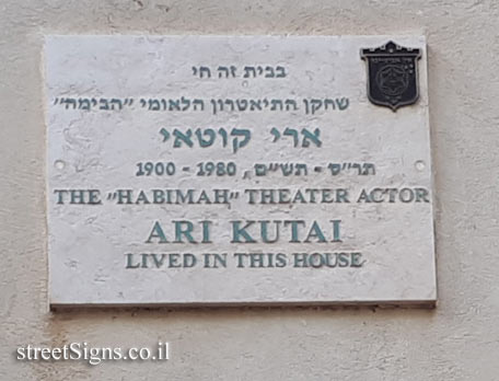 Ari Kutai - Plaques of artists who lived in Tel Aviv