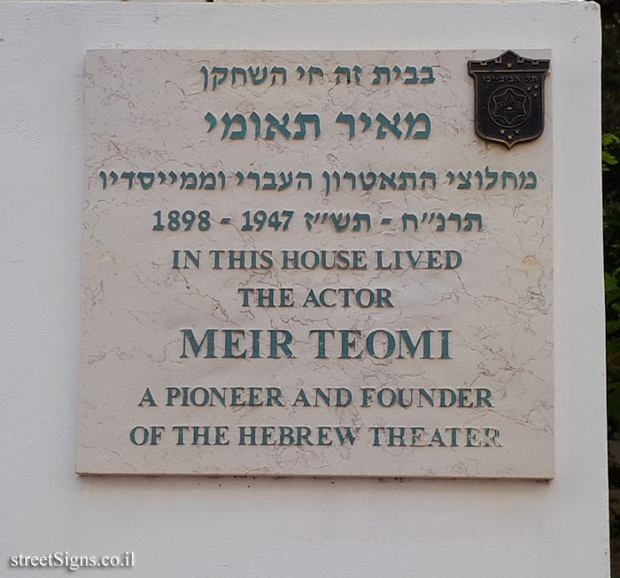 Meir Teomi - Plaques of artists who lived in Tel Aviv
