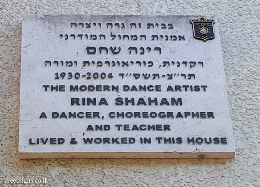 Rina Shaham - Plaques of artists who lived in Tel Aviv