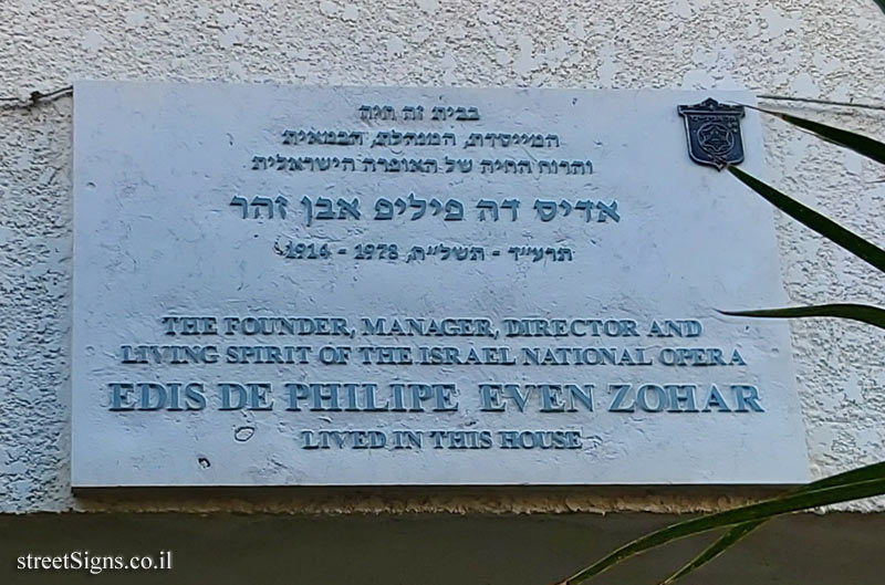 Edis De Philipe - Plaques of artists who lived in Tel Aviv