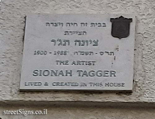 Sionah Tagger - Plaques of artists who lived in Tel Aviv