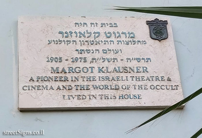 Margot Kalusner - Plaques of artists who lived in Tel Aviv
